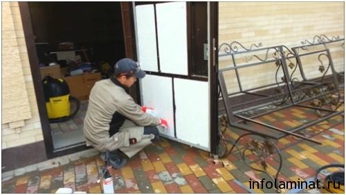 Плюсы и минусы отделки дверей ламинатом