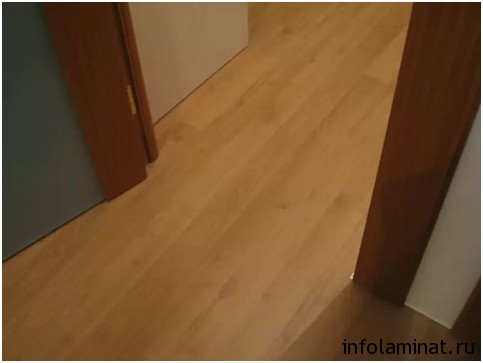 Укладка ламината между комнатами