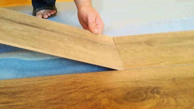 Как стелить ламинат на деревянные полы?